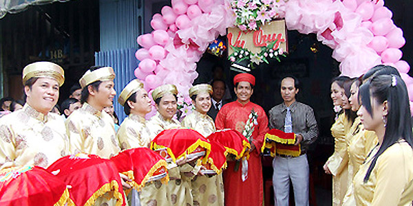 Typical Wedding Gift Amount: Contemporary Vietnamese Traditional Weddings